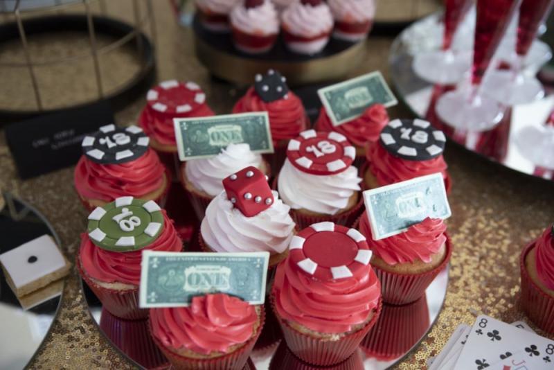 candy-bar-z-okazji-18-urodzin-motyw-kasyno-02