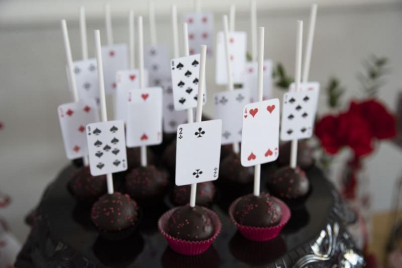candy-bar-z-okazji-18-urodzin-motyw-kasyno-05