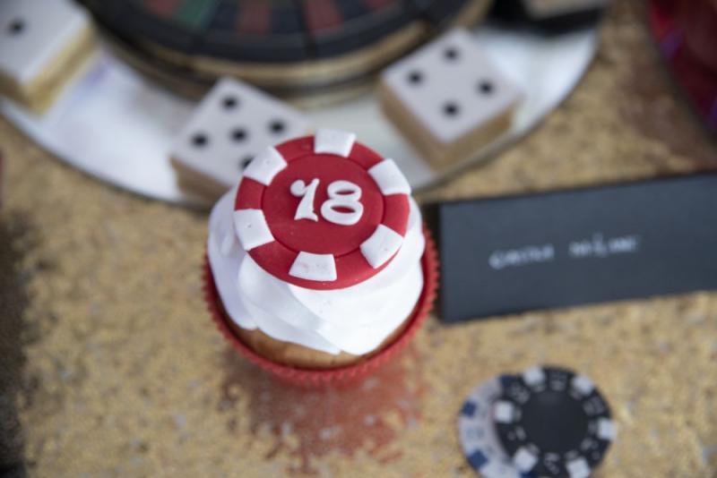 candy-bar-z-okazji-18-urodzin-motyw-kasyno-08