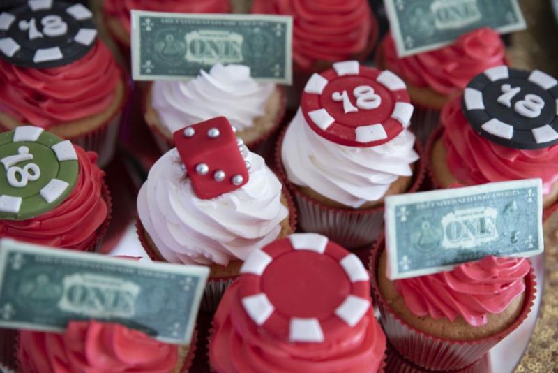 candy-bar-z-okazji-18-urodzin-motyw-kasyno-09