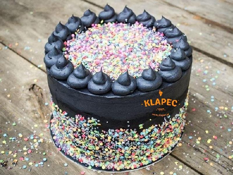 14. czarny tort urodzinowy