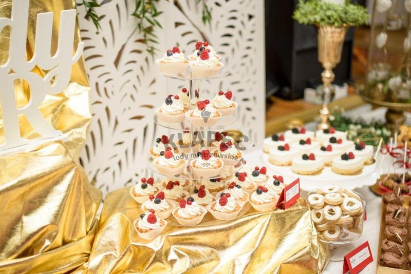 Stół pełen słodkości 10