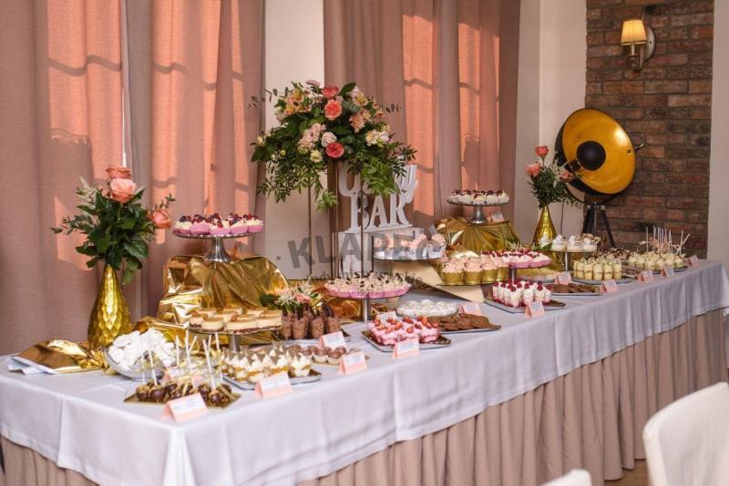 Stół pełen słodkości 102