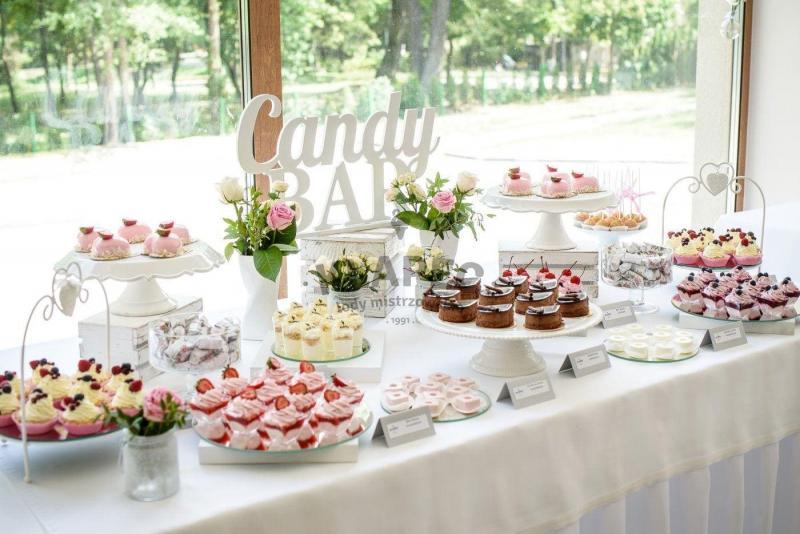 Stół pełen słodkości 110