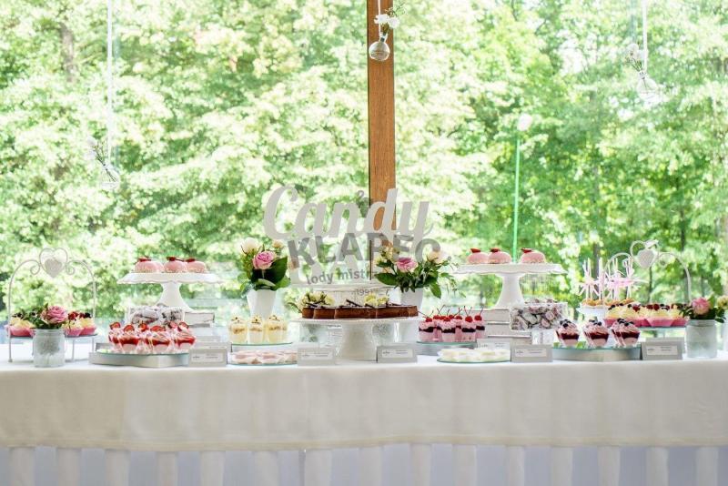 Stół pełen słodkości 112