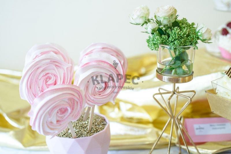 Stół pełen słodkości 12