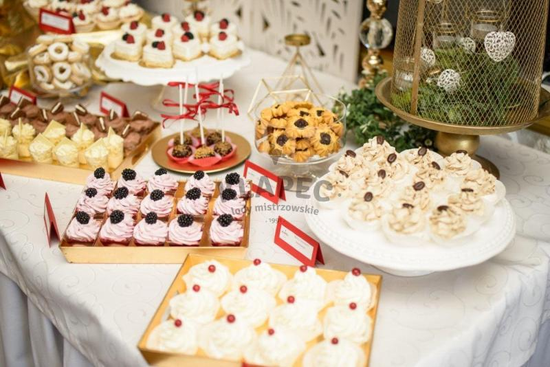 Stół pełen słodkości 14