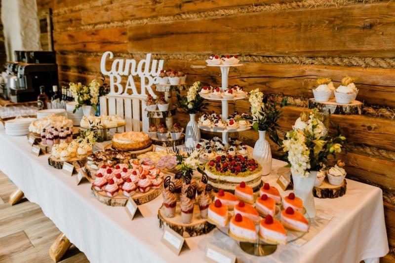 Stół pełen słodkości 16