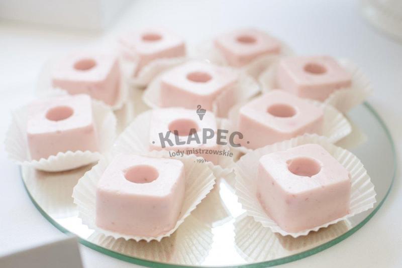 Stół pełen słodkości 19