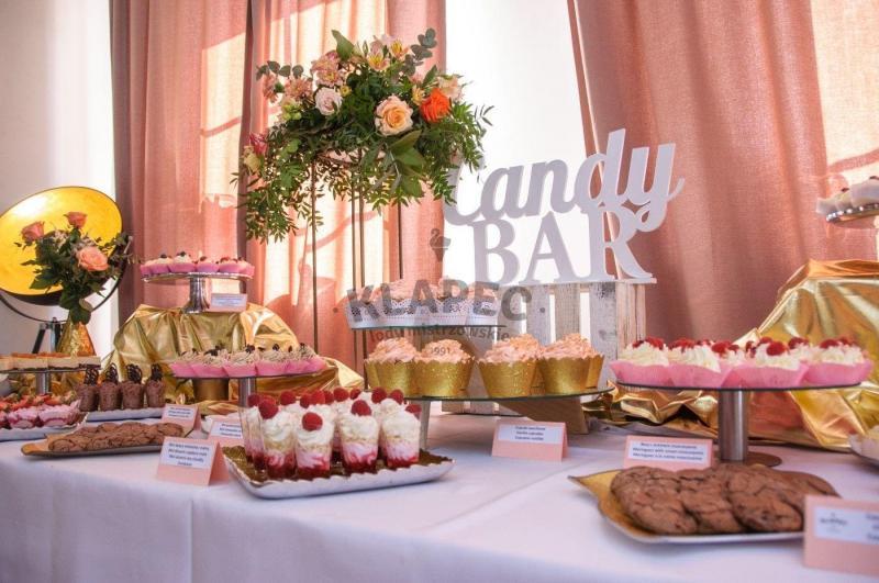 Stół pełen słodkości 2
