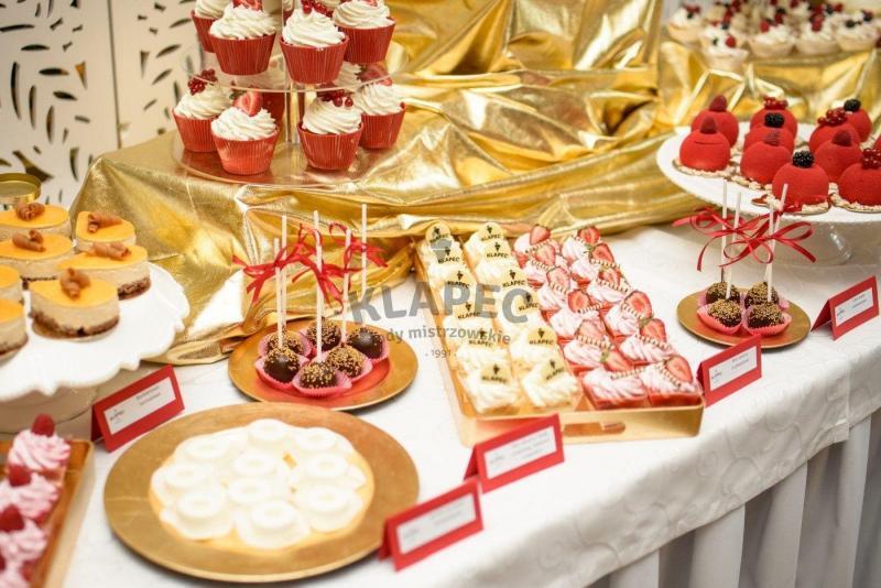 Stół pełen słodkości 25