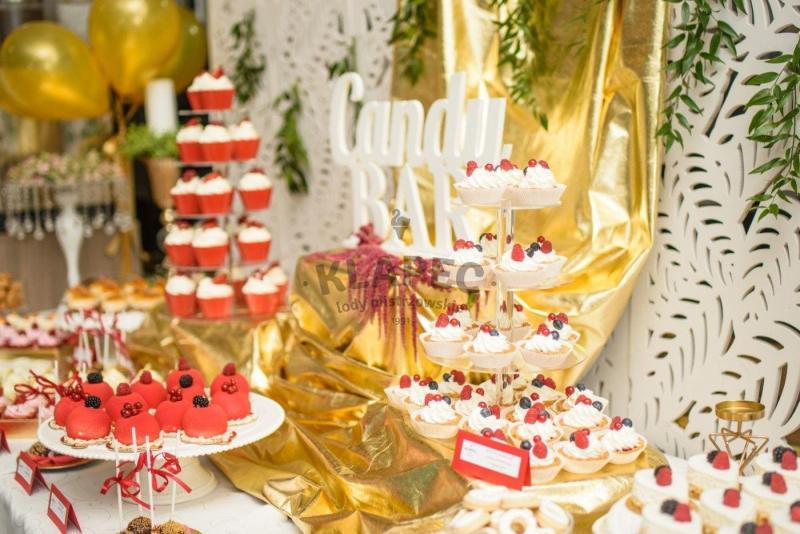 Stół pełen słodkości 26