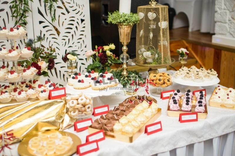 Stół pełen słodkości 29