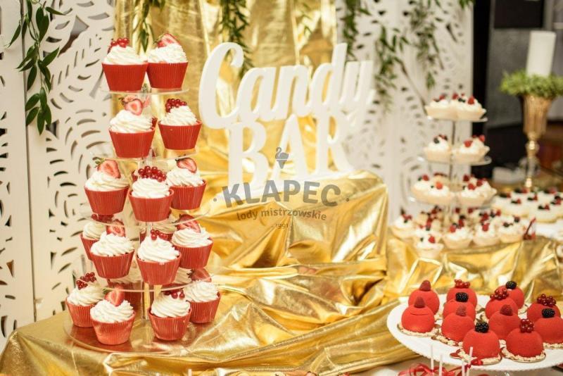 Stół pełen słodkości 33