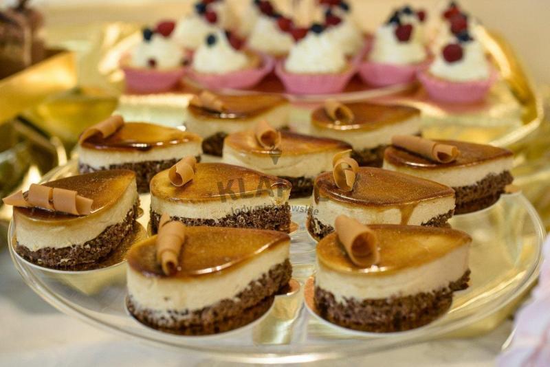 Stół pełen słodkości 4