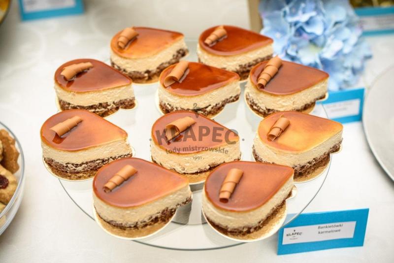Stół pełen słodkości 50