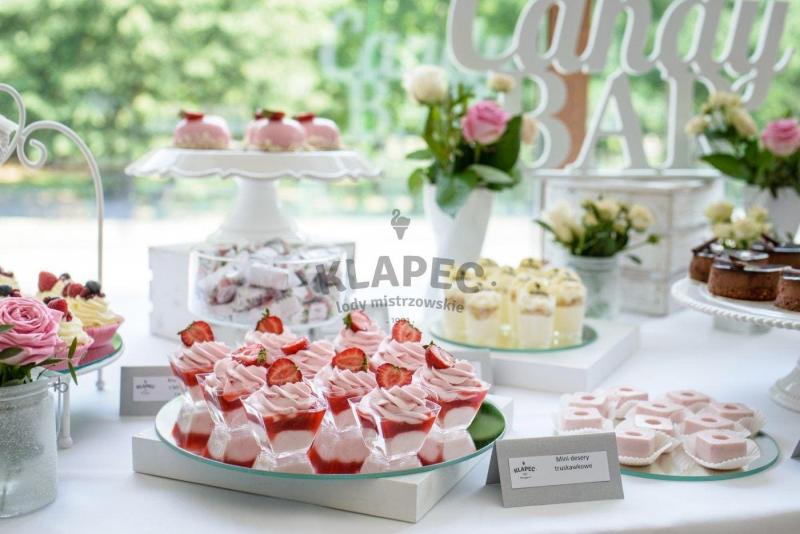 Stół pełen słodkości 56