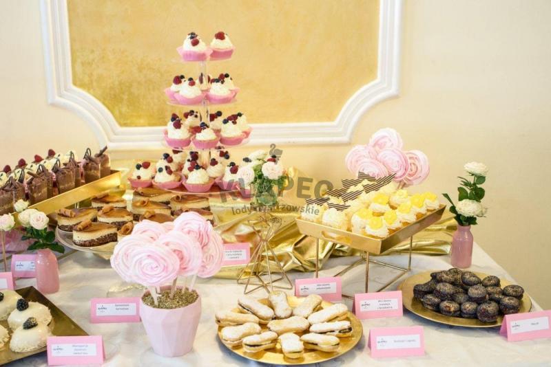 Stół pełen słodkości 58