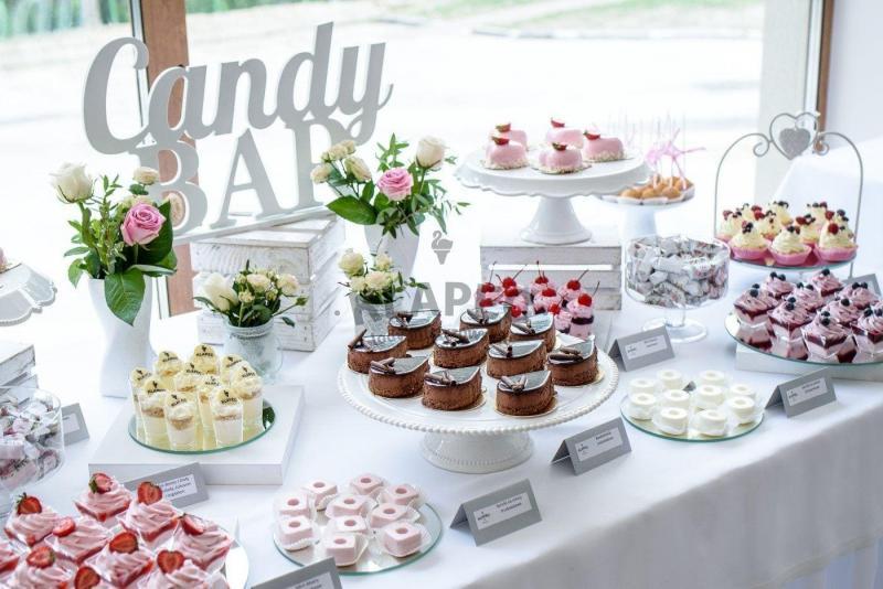 Stół pełen słodkości 62