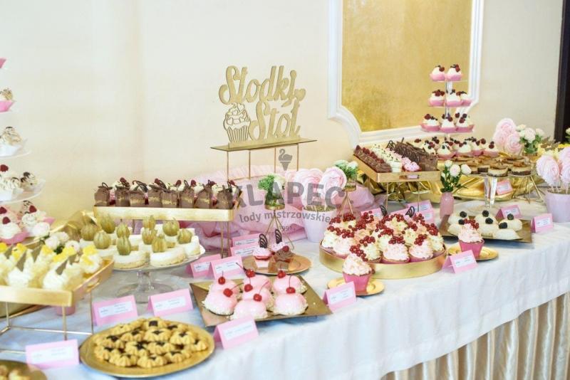 Stół pełen słodkości 65