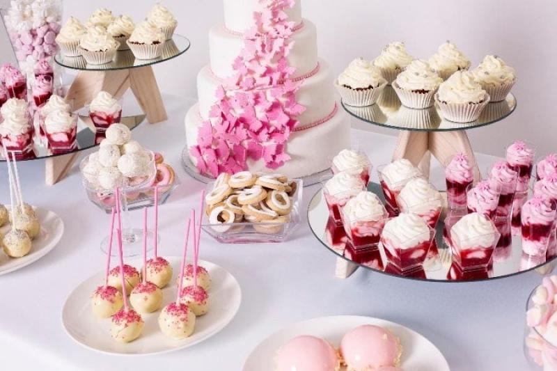 Stół pełen słodkości 68