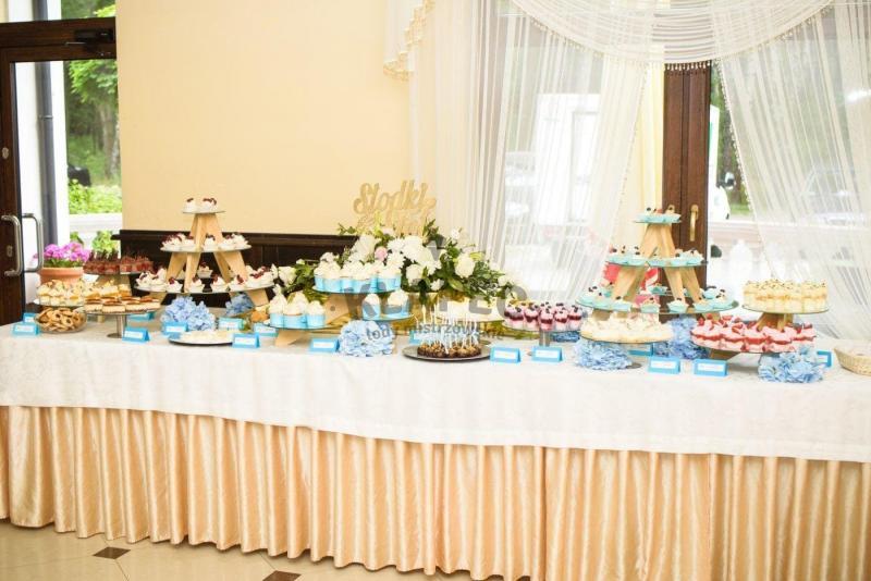 Stół pełen słodkości 70