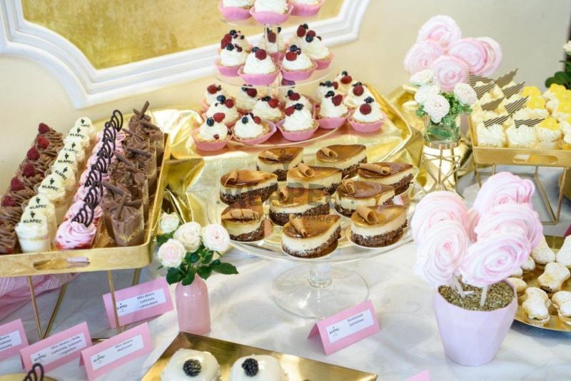 Stół pełen słodkości 85
