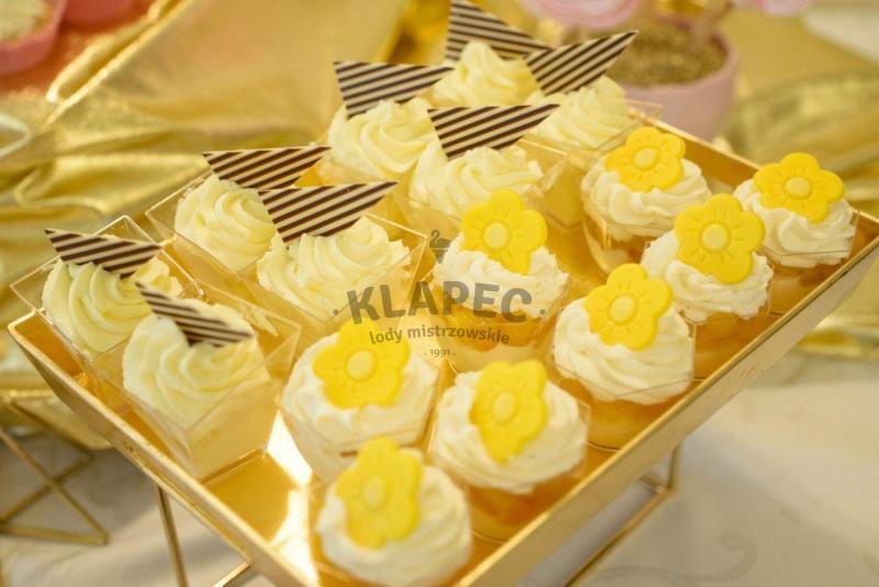 Stół pełen słodkości 9