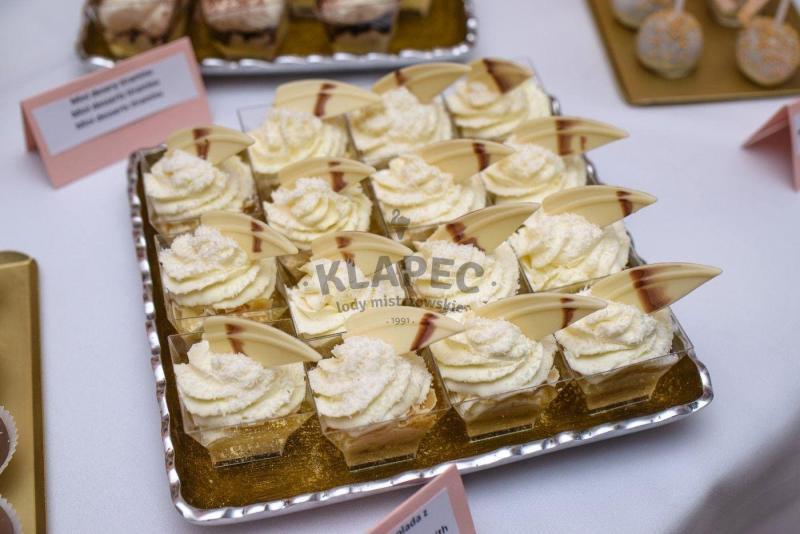 Stół pełen słodkości 98