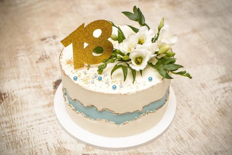 Tort na urodziny 0