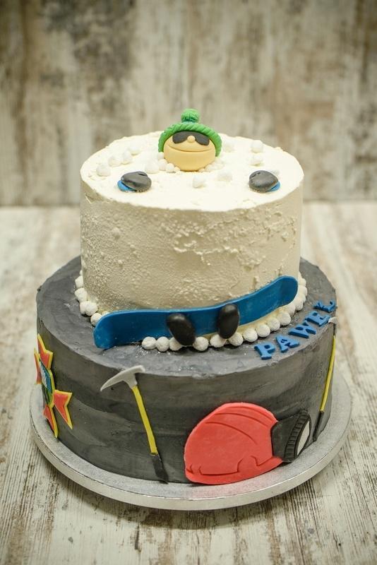 Tort na urodziny 18