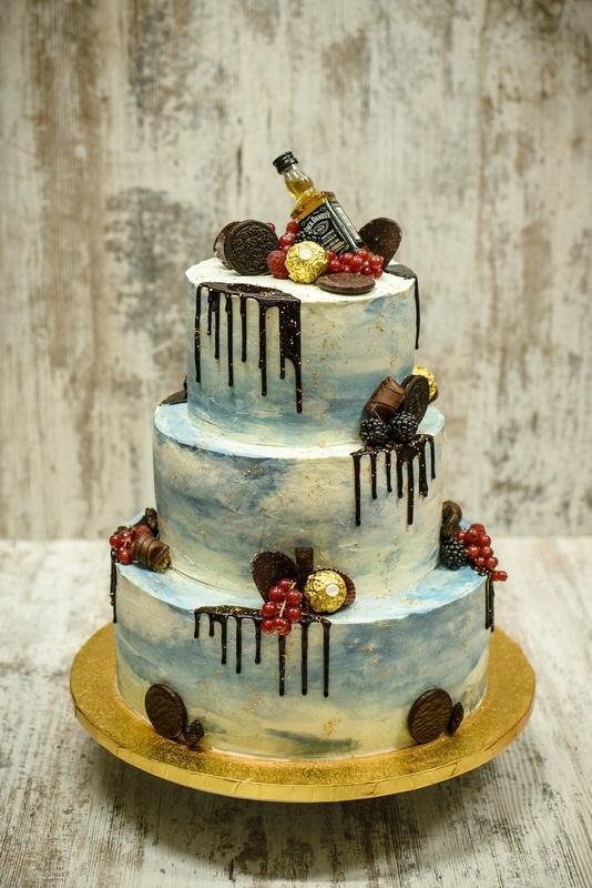 Tort na urodziny 19
