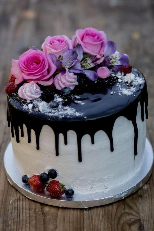 Tort na urodziny 22
