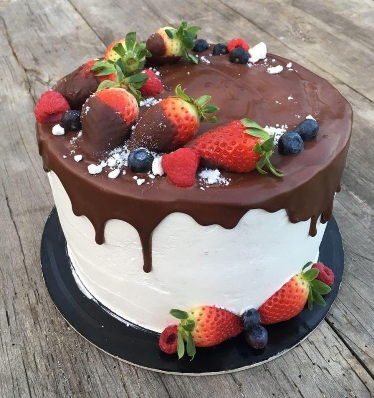 Tort na urodziny 23