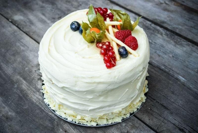 Tort na urodziny 28