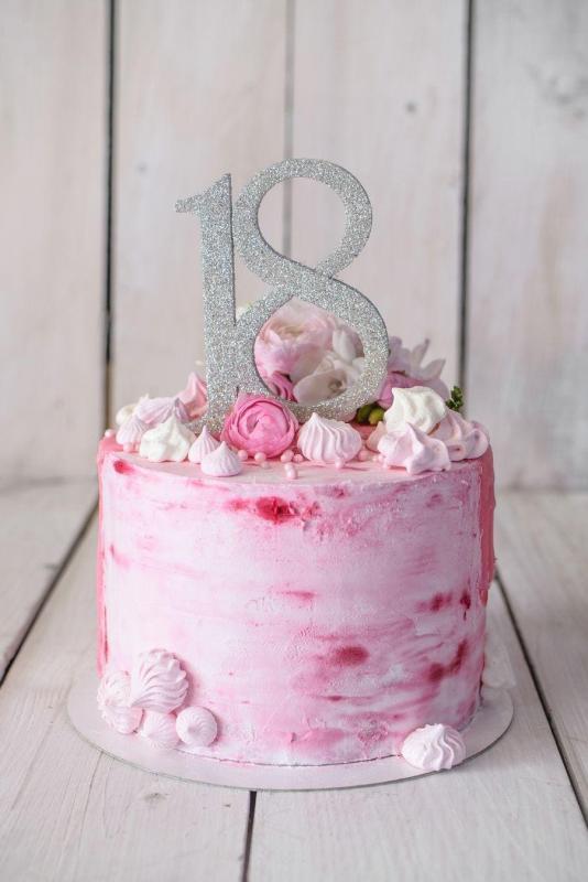 Tort na urodziny 45