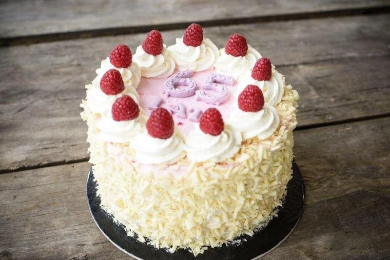 Tort na urodziny 51